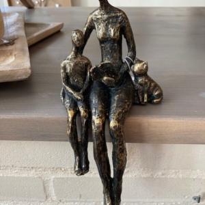 Sculptuur 'Lezen is liefde'